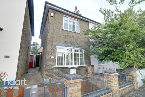2 bedroom semi-detached house for sale - Carlisle Road, Romford