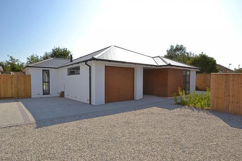 3 bedroom bungalow for sale - Alderholt