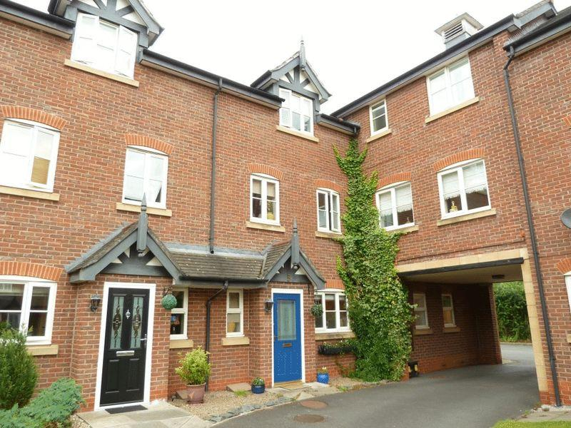 3 Bedrooms Town House for sale in Deane Court, Stapeley, Nantwich