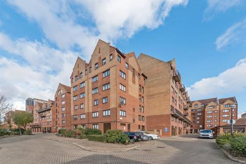 3 bedroom apartment to rent - Vermeer Court, Rembrandt Close, Docklands E14