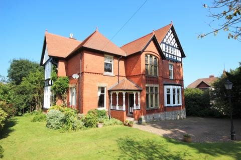 5 bedroom detached house for sale - Brackley Avenue, Colwyn Bay LL29
