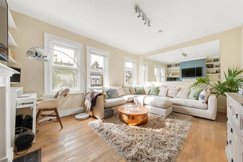 2 bedroom flat for sale - Sangora Road, SW11