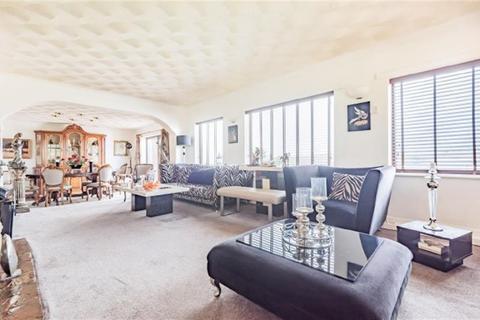 4 bedroom detached house for sale - Woodlands Close, Stalybridge, SK15 2SH