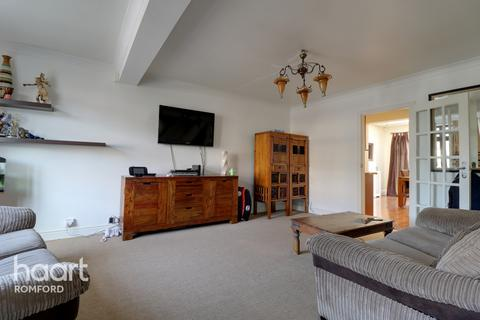 3 bedroom terraced house for sale - Norman Road, HORNCHURCH