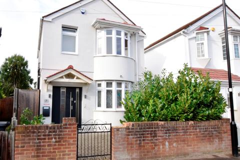 4 bedroom detached house for sale - Buckingham Avenue, Feltham, Middlesex, TW14