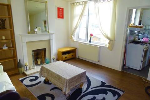 2 bedroom maisonette - Penton Avenue, Staines-upon-Thames, TW18
