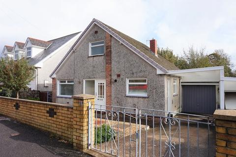 3 bedroom detached bungalow for sale - Graham Avenue, Pen-y-fai, Bridgend, Bridgend County. CF31 4NP