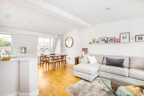 3 bedroom flat for sale - Northcote Road, Battersea