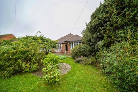 2 bedroom bungalow for sale - Hithermoor Road, Staines-upon-Thames, Surrey, TW19