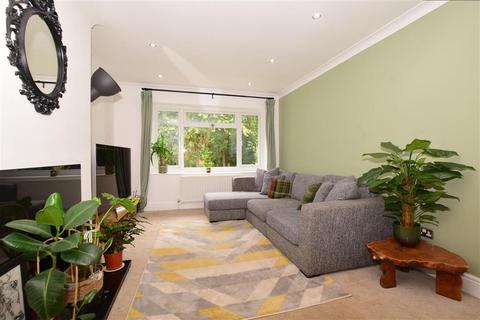 2 bedroom maisonette - Cheviot Close, Banstead, Surrey