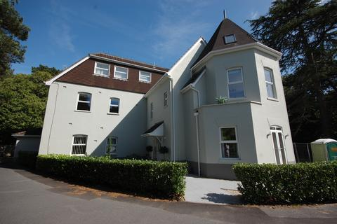 3 bedroom townhouse - Burton Road, Poole BH13