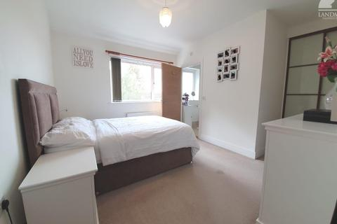 2 bedroom flat - Stanwell, TW19