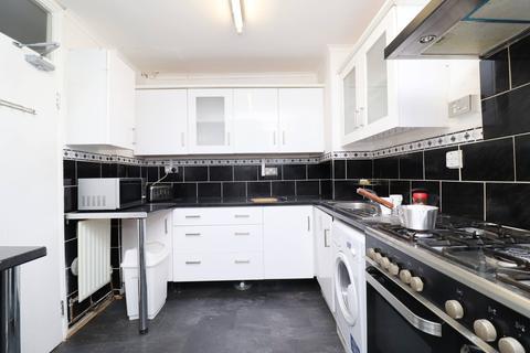 4 bedroom maisonette to rent - Rounton Road, Bow, London E3