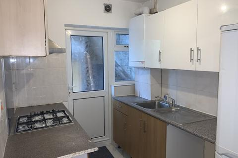 2 bedroom flat to rent - Haydon Court, NW9