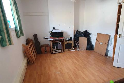 2 bedroom flat to rent - Clifton Street, Cardiff