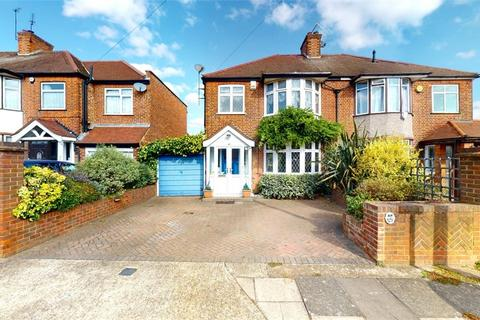 3 bedroom semi-detached house - Albury Avenue, Isleworth, Middlesex