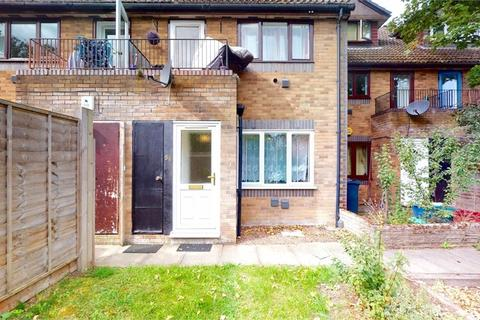 1 bedroom flat - Weavers Close, Isleworth, Middlesex
