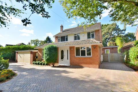 5 bedroom detached bungalow for sale - Woodside Road, Ferndown, Dorset BH22 9LB