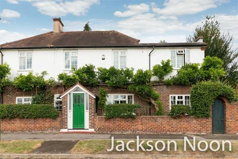 4 bedroom detached house for sale - Plough Road, Ewell