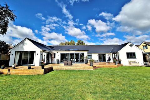 5 bedroom bungalow for sale - Fir Tree Close, St Leonards, Ringwood, BH24 2QW