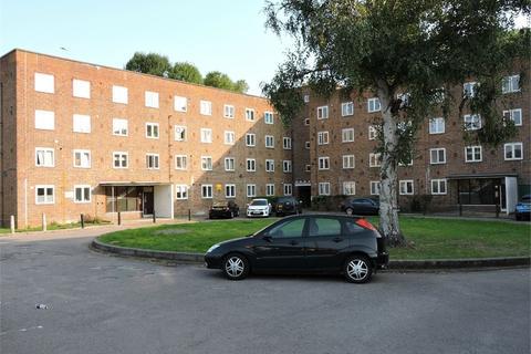 3 bedroom flat for sale - Friern Barnet Lane, London