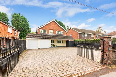 5 bedroom detached house for sale - Cove Road, Fleet