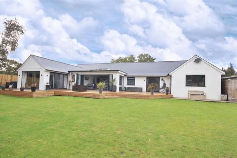 5 bedroom bungalow for sale - Fir Tree Close, St Leonards, Ringwood