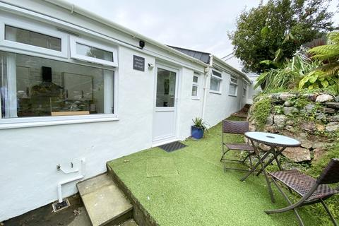 1 bedroom semi-detached bungalow - Holiday Home, Market Place, Marazion
