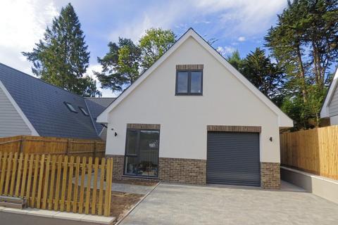 4 bedroom chalet for sale - Abbotsbury Road, Broadstone