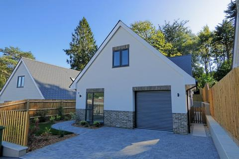 4 bedroom chalet - Abbotsbury Road, Broadstone