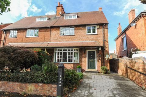 4 bedroom semi-detached house for sale - Tennyson Avenue, Chesterfield