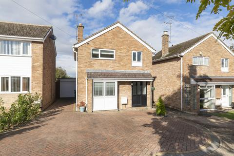 3 bedroom detached house for sale - Acacia Close, Prestbury