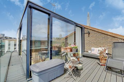 2 bedroom penthouse for sale - Bermondsey Street, London Bridge