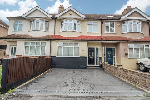 4 bedroom terraced house for sale - Mawney Road, Romford