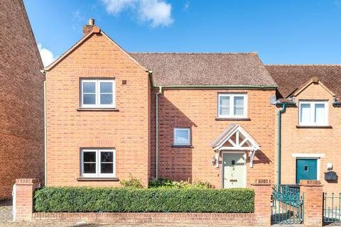 3 bedroom semi-detached house for sale - Stonehenge Road, Swindon, Wiltshire, SN1