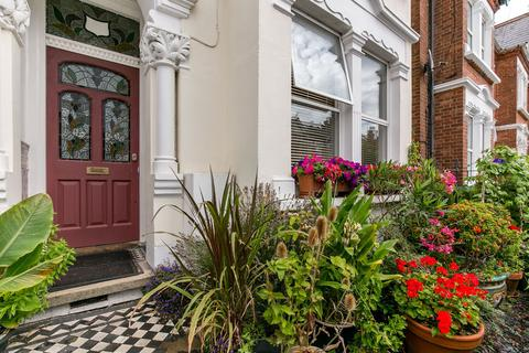 4 bedroom semi-detached house - Stuart Road, London