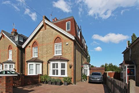 4 bedroom semi-detached house for sale - Munster Road, Teddington