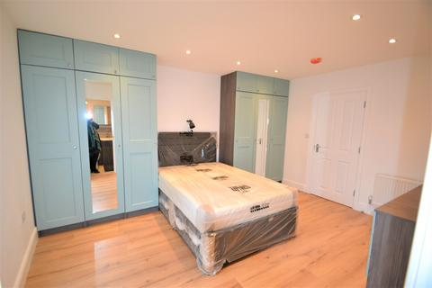 Studio to rent - Balaam Street, London