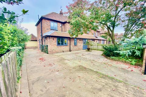 3 bedroom semi-detached house for sale - Manorfield Road, Driffield