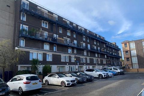 3 bedroom apartment to rent - Mccullum Road, London