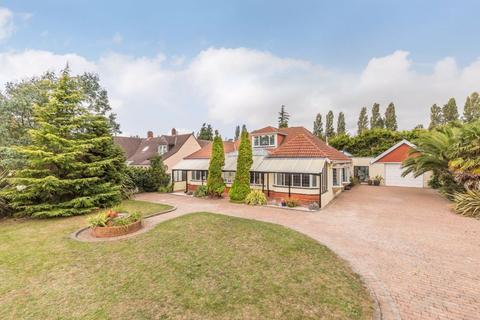 4 bedroom detached bungalow for sale - Southampton Road, Portchester