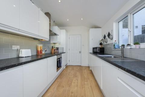 4 bedroom terraced house to rent - Fountain Road, London SW17