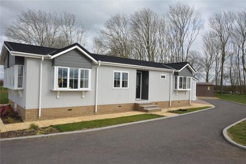 2 bedroom detached bungalow for sale - Clifton Park,, New Road,, Clifton, Shefford, SG17