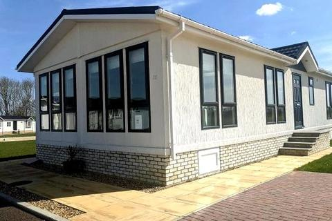 2 bedroom detached bungalow for sale - Clifton Park, New Road, Clifton, Shefford, SG17