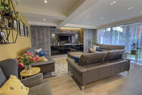5 bedroom semi-detached house for sale - Laleham Road, Staines Upon Thames, Surrey, TW18