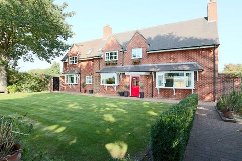 5 bedroom detached house for sale - Stafford Road, Stone