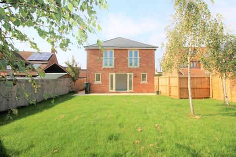 4 bedroom detached house for sale - Oakley