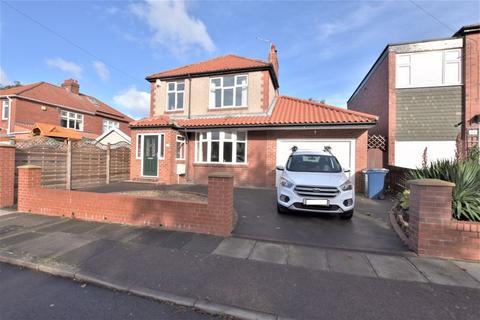 3 bedroom detached house for sale - Eastlands, High Heaton