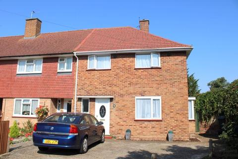 3 bedroom semi-detached house for sale - Sparrow Farm Drive, Feltham