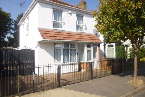 3 bedroom detached house for sale - Tachbrook Road, Feltham